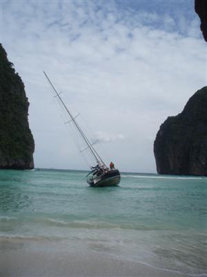 phuket-salvaging-the-77-foot-sailboat-could-take-two-weeks-1-cvrxmsj1
